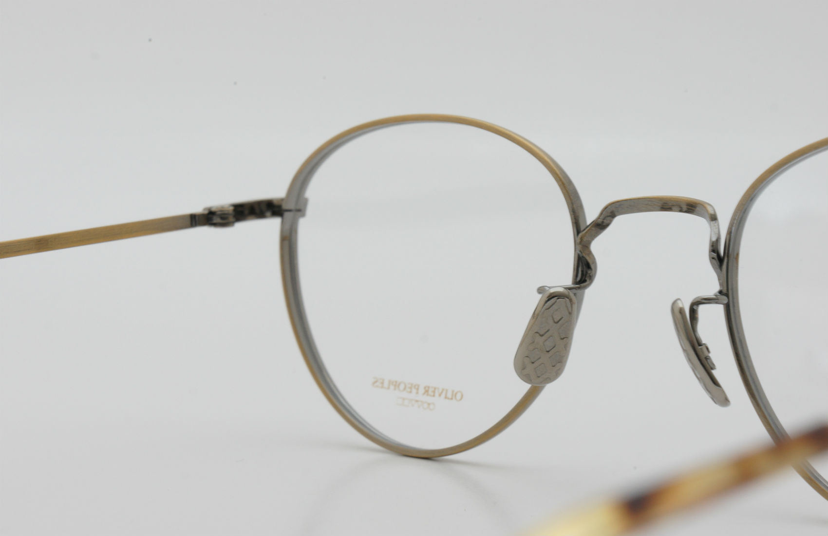 OLIVER PEOPLES Blackthorne