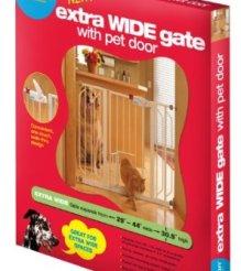 Carlson 0930PW Extra-Wide Walk-Thru Gate with Pet Door