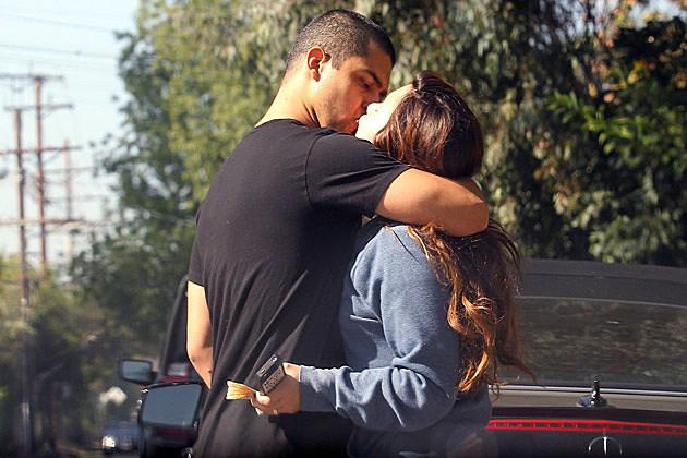Demi Lovato Wilmer Valderrama Kissing