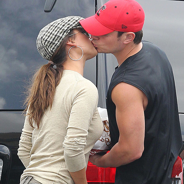 Nick Lachey Vanessa Minnillo Kissing