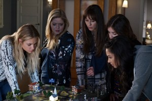 """PRETTY LITTLE LIARS - """"These Boots Are Made For Stalking"""" - Could a high schooler be part of A.D.'s operation? Addison, a mini version of high school Ali, stirs up trouble in """"These Boots Were Made for Stalking,"""" an all-new episode of Freeform's hit original series """"Pretty Little Liars,"""" airing TUESDAY, APRIL 25 (8:00 – 9:02 p.m. EDT). (Freeform/Eric McCandless) ASHLEY BENSON, SASHA PIETERSE, TROIAN BELLISARIO, LUCY HALE, SHAY MITCHELL"""