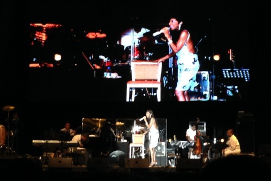 Natalie Cole crooning on stage