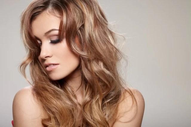 Myślisz o zagęszczeniu włosów? Poznaj metodę, która zapewni Ci spektakularny efekt!
