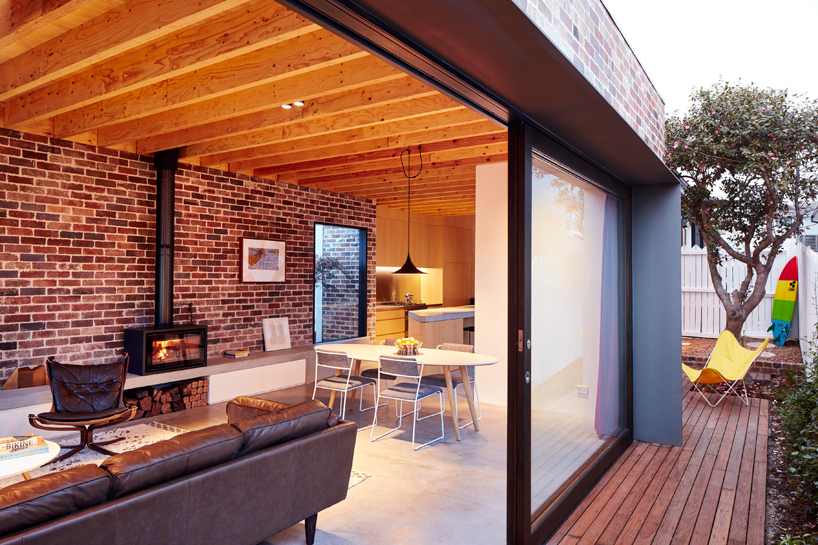 Those Architects Breathe New Life Into a Cold Brick Home-11