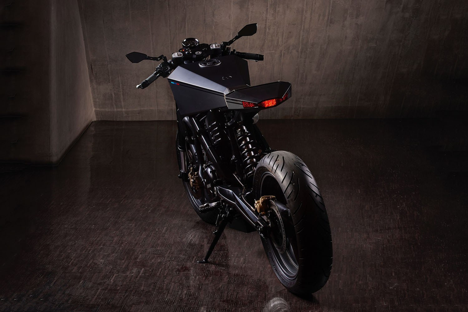 hyde-octavia-bmw-x-challenge-motorcycle-2016-4