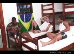 Três brasileiros em sexo intenso.