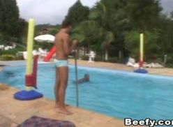 Brasileiro transando na piscina.