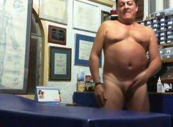 Coroa Gay fazendo video amador sozinho.