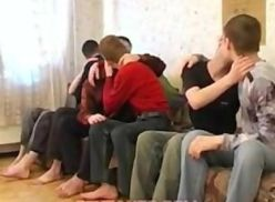 Gays jovens fazendo Suruba.