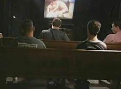 Metendo com o namorado na capela.