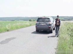 Deu na beira da estrada pro namorado.