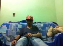 Video amador do novinho batendo punheta