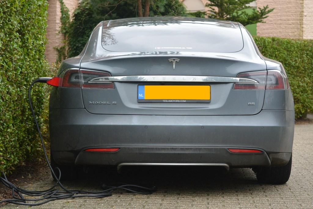 electric-car-513627_1920