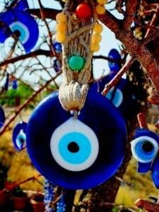 Olho grego: um dos amuletos mais conhecidos contra inveja
