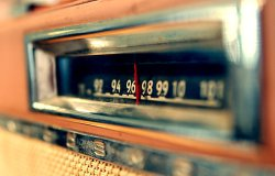 Una radio canadiense reduce la duración de las canciones a la mitad para que los oyentes no se aburran