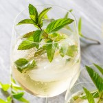 Hugo: Prosecco, Elderflower & Mint