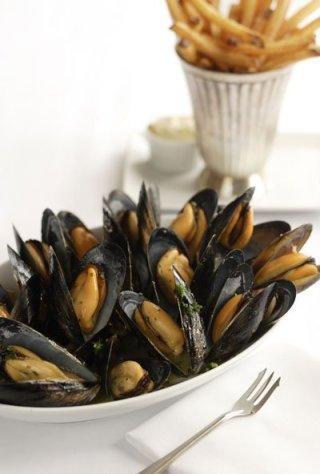 Mussels & Fries. Photo: ©John Valls