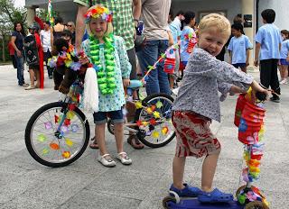 NY kids cycle dress up