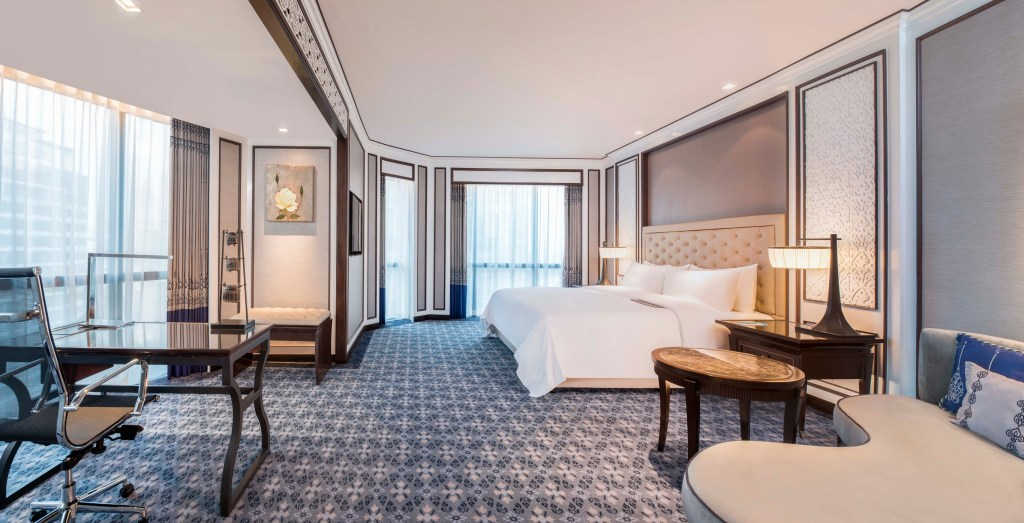 01.Royal Club Prestige_King Bed_The Athenee Hotel, a Luxury Collection Hotel, Bangkok
