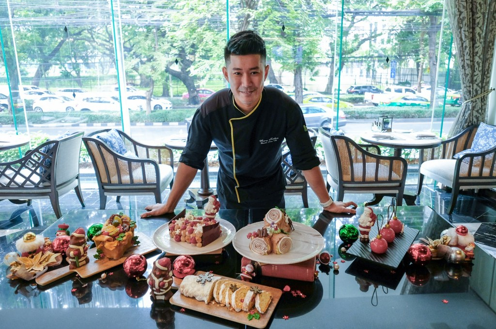 01.Chef Anupong with Festive Dessert at The Rain Tree Cafe_The Athenee Hotel