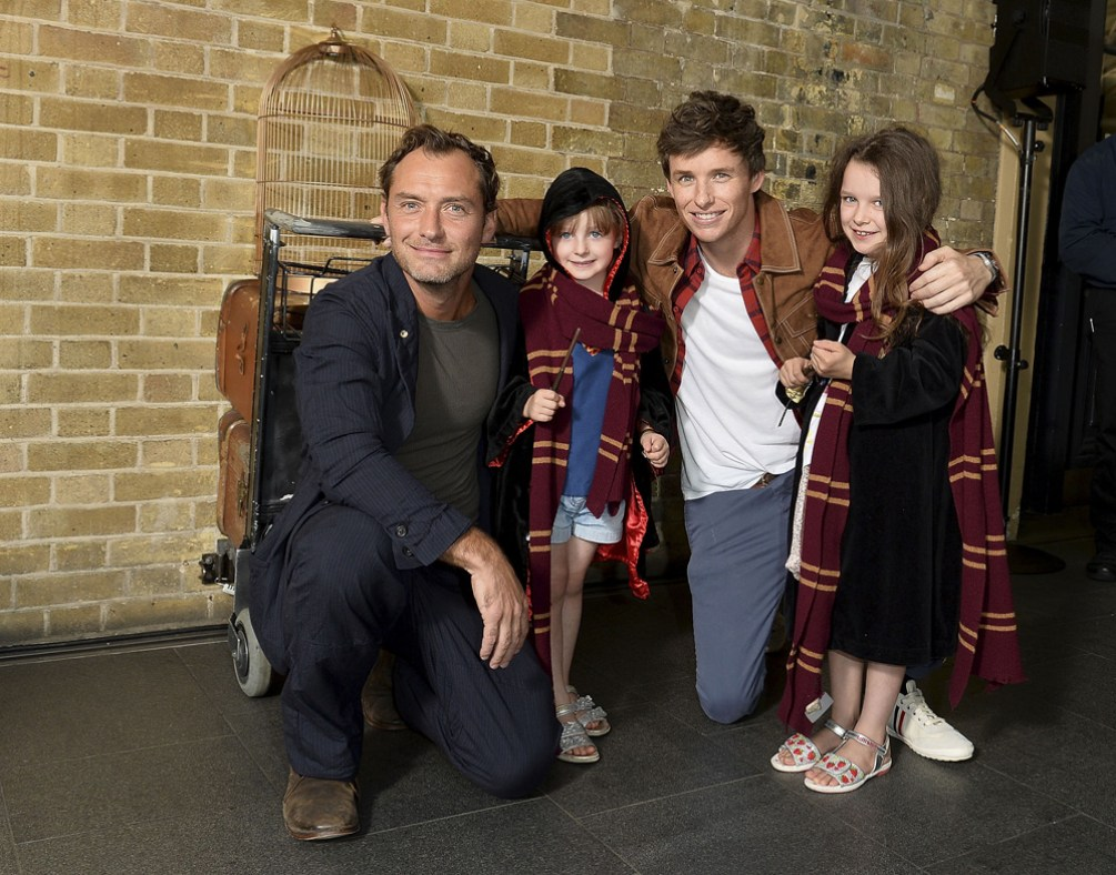 LONDON, ENGLAND - SEPTEMBER 01: Eddie Redmayne (R) and Jude Law (L), stars of Fantastic Beasts: The Crimes Of Grindelwald, surprise fans at platform 9 3/4 during 'Back to Hogwarts' day celebration at Kings Cross Station on September 1, 2018 in London, England. (Photo by Jeff Spicer/Getty Images for Warner Bros) *** Local Caption *** Eddie Redmayne; Jude Law