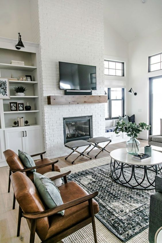 Postbox Designs E-Design: Traditional Living Room Design Makeover, Neutral Family Room with pops of Navy, Online Interior Design, Image: Sita Montgomery
