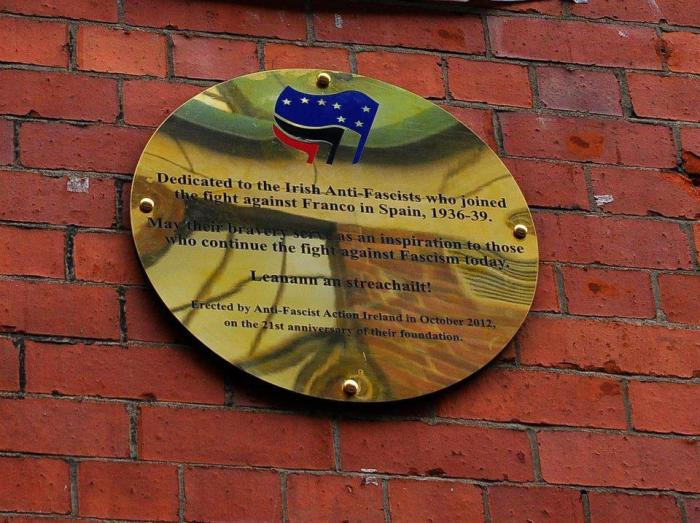 Plaque in honour of the International Brigades