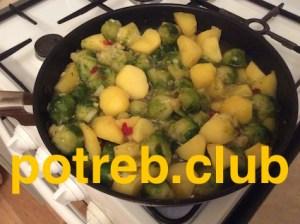 Брюссельская капуста тушеная с картошкой