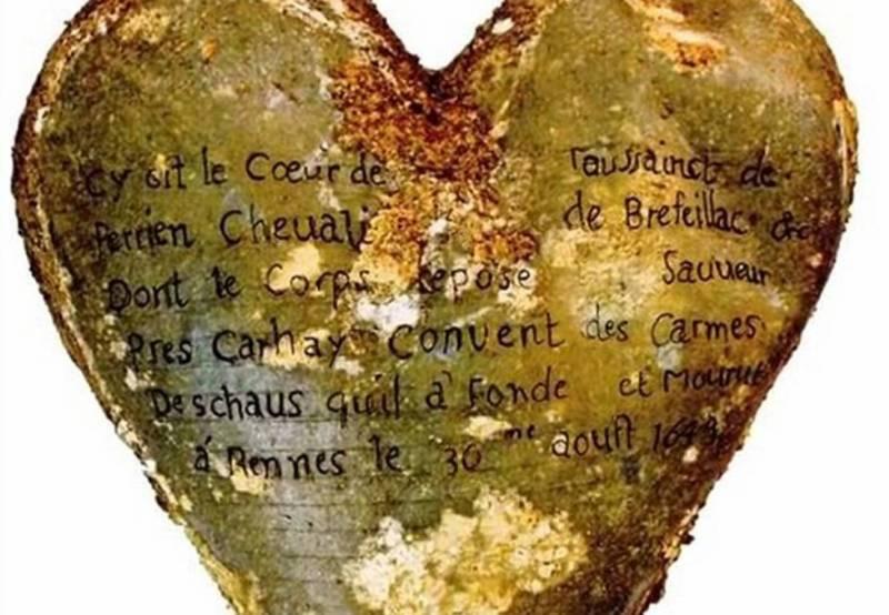 Гравировка на урне супруга Луизы де Кенго.