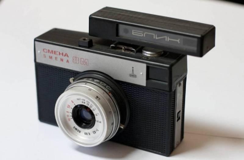 Смена фотоаппарат черный
