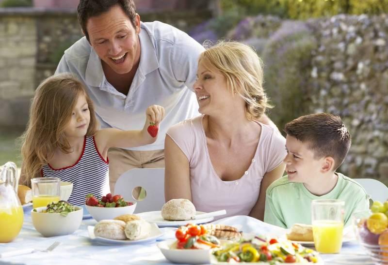 Завтрак семья радость