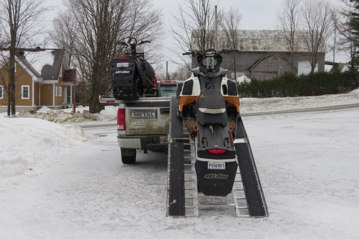 Tips for Loading Your Snowmobile