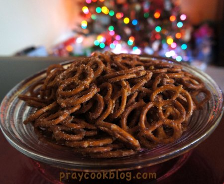 Pretzels-with-Christmas-lights