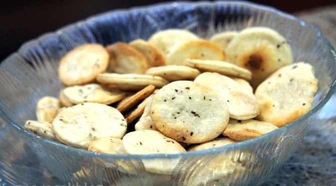 Round soup crackers