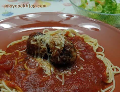 spaghetti meatball salad