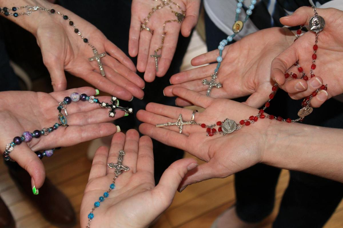Five Reasons to Start a Rosary Group