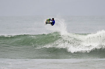 Coffin keeps going, now into Vans Pier Classic semifinal