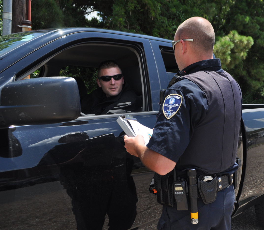 If Police Pull You Over On A Traffic Stop What Should You