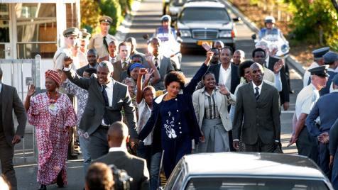 Mandela---Der-lange-Weg-zur-Freiheit-©-2013-Constantin,-Senator(16)