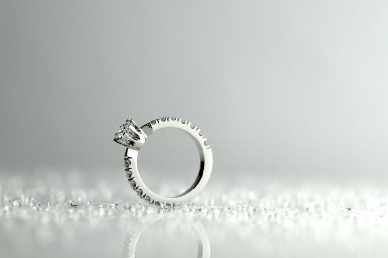 Złoty pierścionek 060