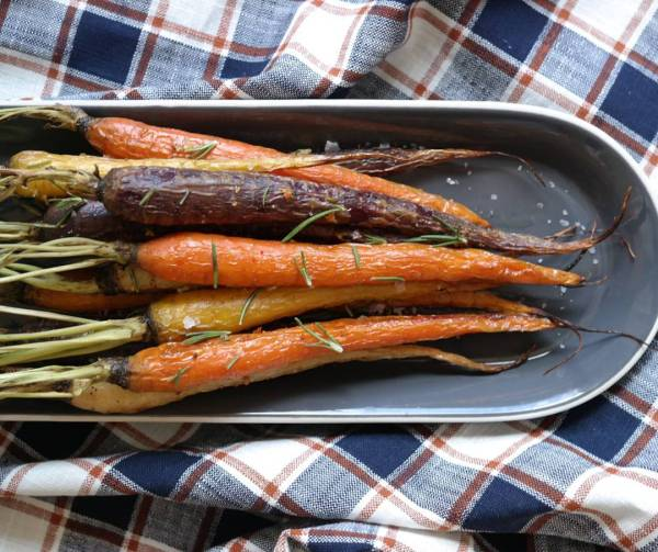 These rosemary garlic carrots may just be the best thinghellip