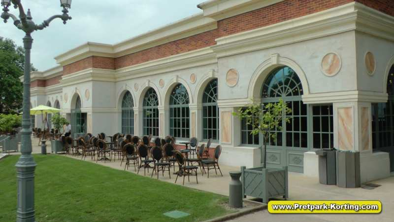 Puy du Fou - Restaurant naast De Musketier van Richelieu