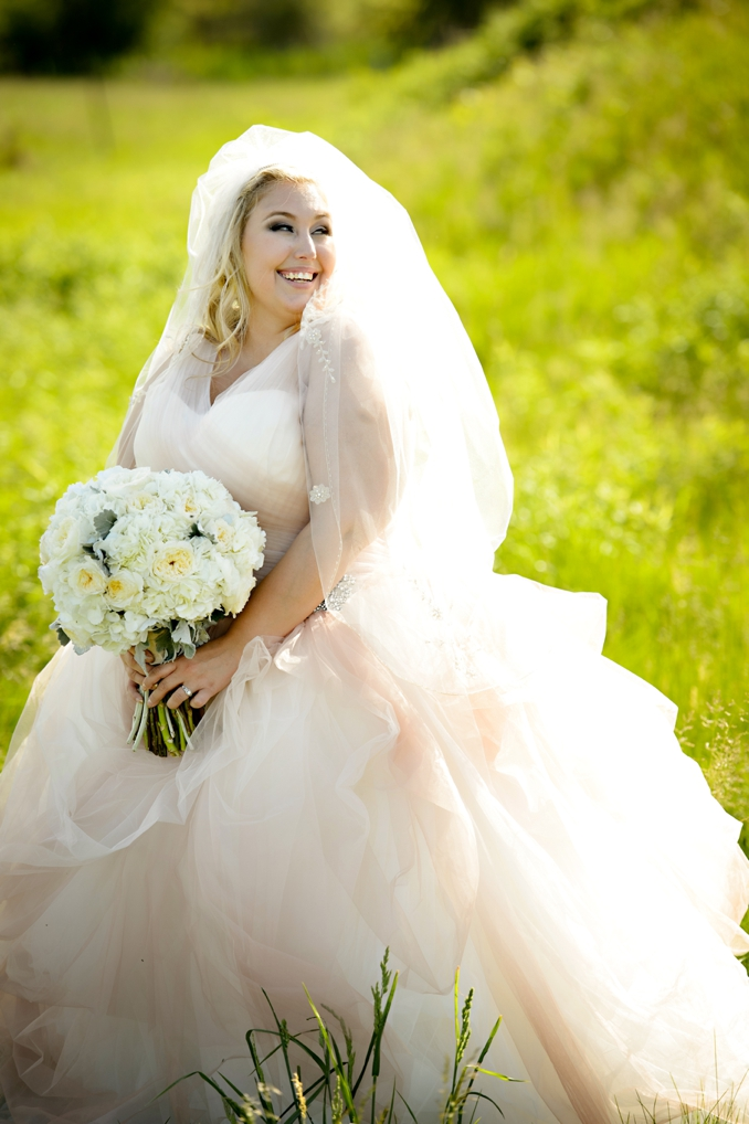{Real Plus Size Wedding} Pretty in Pink Winery Wedding in Ontario | HRM Photography