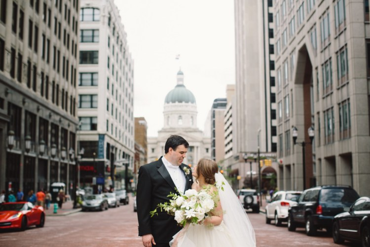 REAL WEDDING | Indianapolis Downtown Wedding | Jennifer Van Elk Photography | Pretty Pear Bride