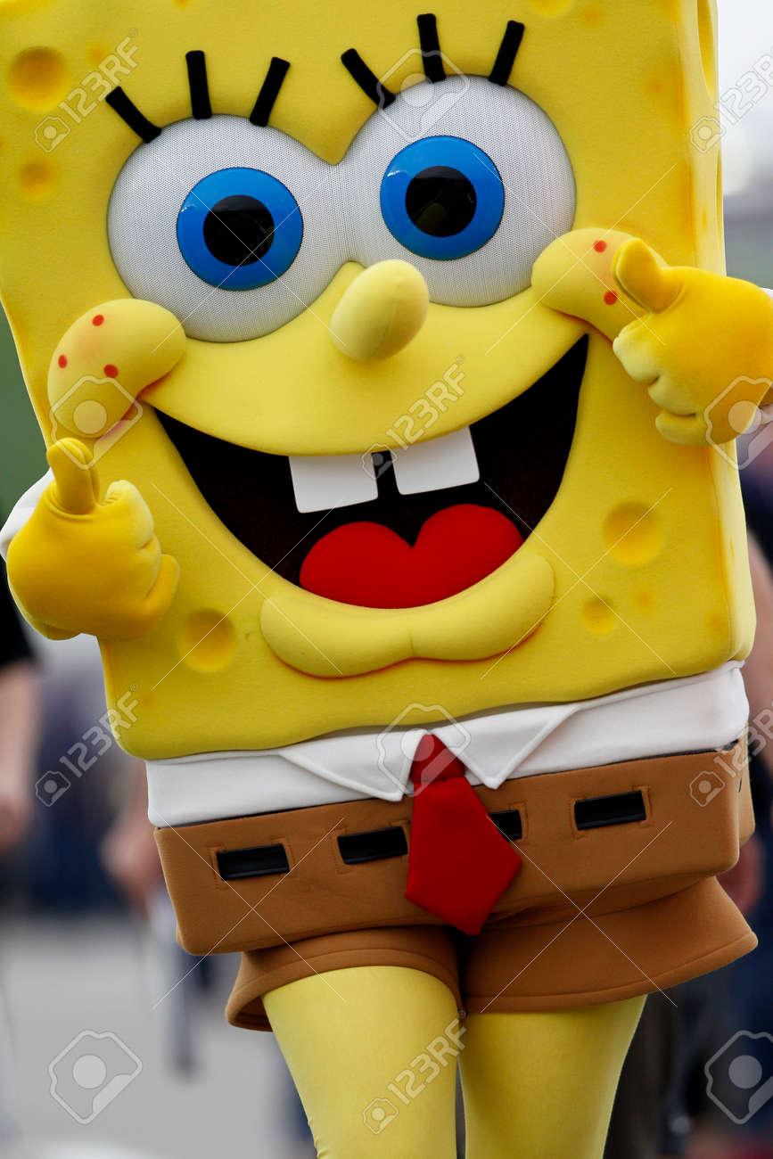 Stupendous 39912616 Kansas City Ks May 09 2015 Spongebob Squarepants Walks Down Pit Road Before Start Spongeb Spongebob Ice Cream Shop Spongebob Ice Cream Cone nice food Spongebob Ice Cream