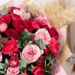 Close Up Beautiful Luxury Bouquet of Mixed Red and Pink Flowers