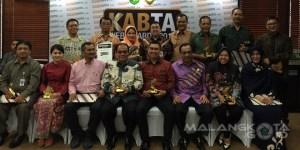 Pemenang penghargaan Kabta Web Award 2015 foto bersama