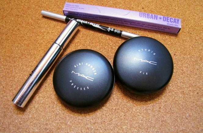 Brigette's Boutique: lápis Urban Decay, máscara Diorshow, blot e base Studio Fix da Mac