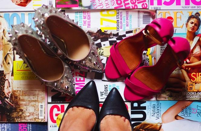 Sapatos garimpados no Brechó Capricho à Toa, na Vila Madalena, em São Paulo.