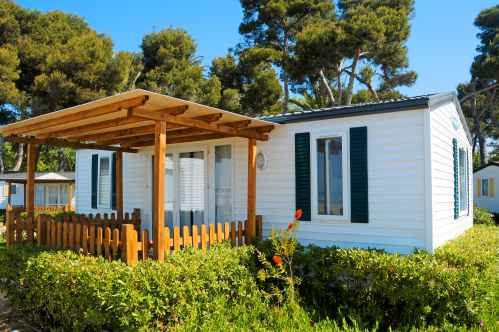 Reputable Moving Into A Mobile Home Priority Moving Services Moving A Mobile Home Without Axles Moving A Mobile Home Mobile Home On Sunny Day Tips Sc
